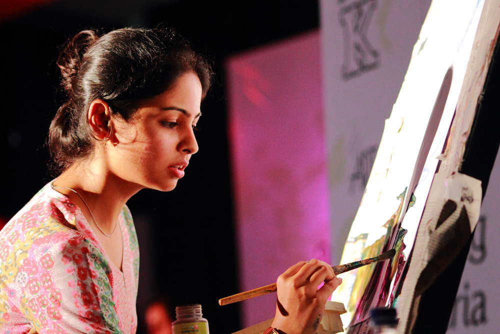 Pratima Daani painting during a Charity event for Astha